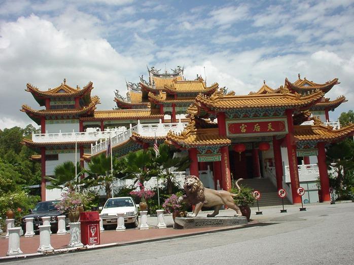 Kuala-Lumpur-Thean-Hou-Temple-Entrance-00